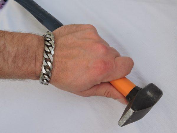 Подарок настоящему бужчине, браслет из стали