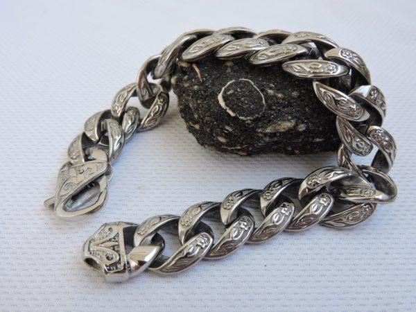 Стильный браслет для мужчины
