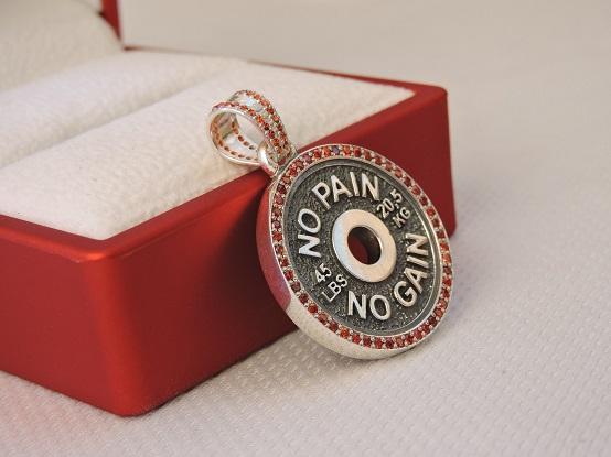 Подарок спортивной девушке на ноновый год, кулон диск от штанги