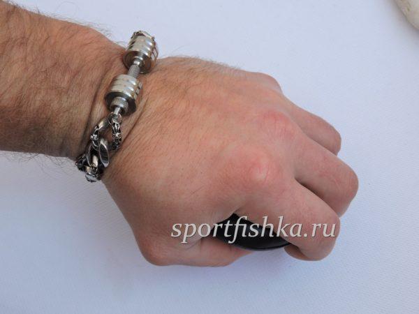 Стальной браслет для спортсмена