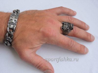 Кольцо из стали собака на пальце