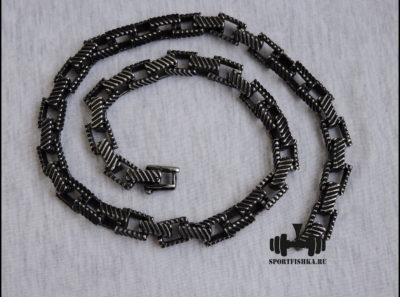 Темная квадратная цепь из стали