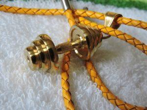 Кулон гантель, спортивный подарок на 8 марта