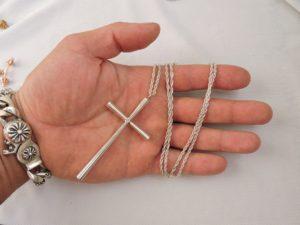Красивый серебряный крест
