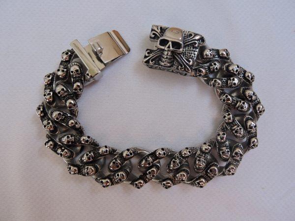 Купить браслет с черепами