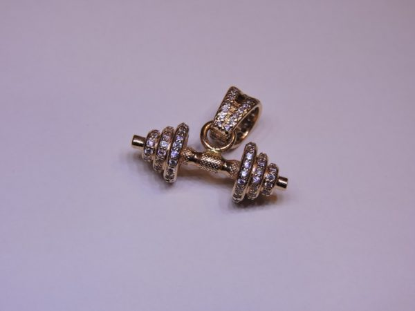 Кулон золотая гантель с бриллиантами