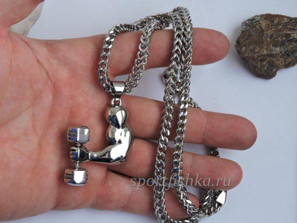 Кулон гантель в руке сталь