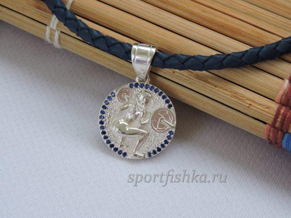 Подарок спортсменке кулон из серебра