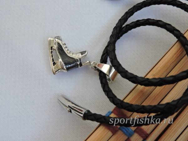 Подарок хоккеисту кулон