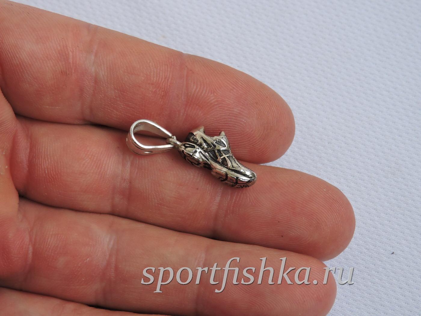 Подарок тренеру серебряный кроссовок кулон