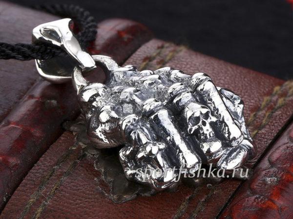 Кулон кулак скелет серебро