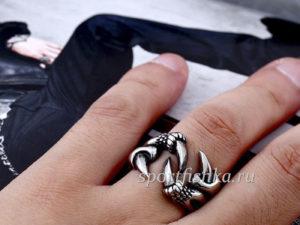 Стальное кольцо коготь