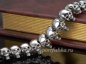 Стальной браслет из черепов фото