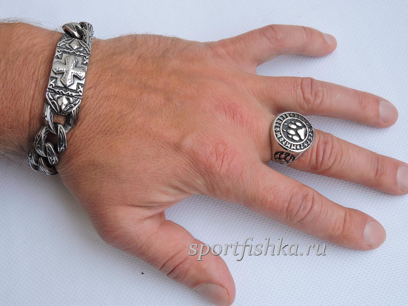 Кольцо из стали лапа медведя на пальце