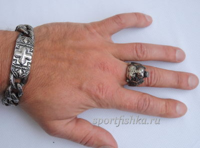 Кольцо из стали с тигром на пальце