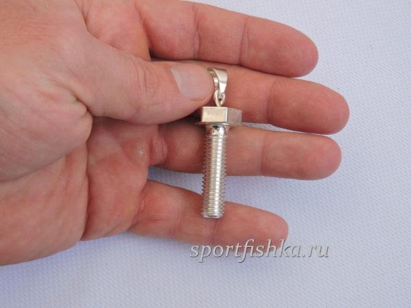 Подарок механику токарю серебряный кулон болт