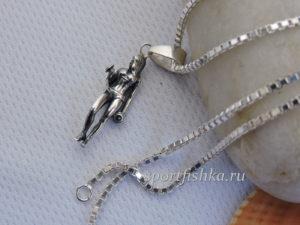 Подарок тренеру девушке на день рождения кулон из серебра