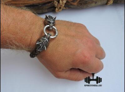 Кожаный браслет с волками
